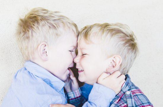 Barnfotograf, syskon, familjefotograf, Stockholm, Täby, Vallentuna, Norrort, Uppsala, Västerås
