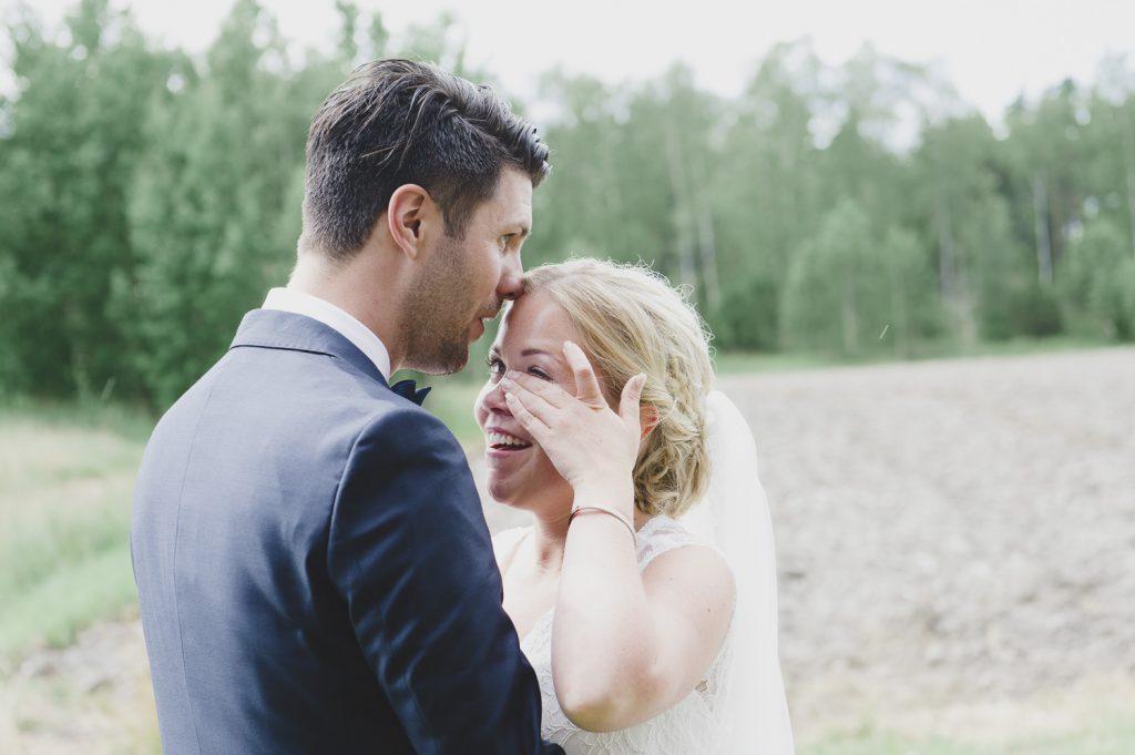 Brud och brudgum har just setts för första gången under bröllopsdagen
