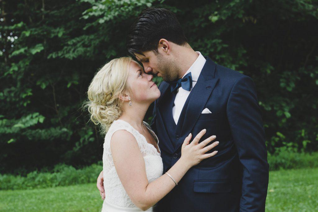 Parfotografering i paus under bröllopsmiddagen