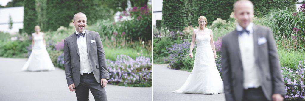 Bruden är på väg fram till brudgummen för att ses första gången på bröllopsdagen