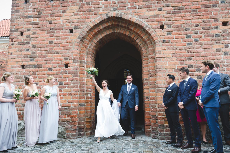 c2e8885aee7b ... bröllopsfotograf Bröllop, Uppsala, brudpar, bröllopsfotograf, Helga  Trefaldighets kyrka ...