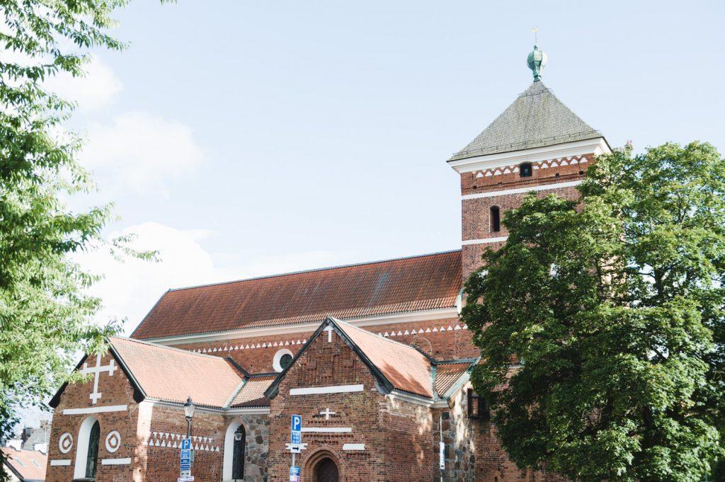Bröllop, Uppsala, brudpar, bröllopsfotograf, Helga Trefaldighets kyrka