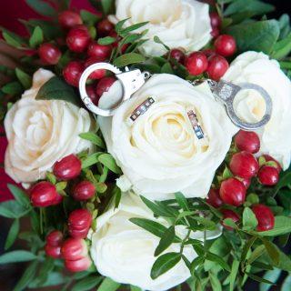 bröllop, brudpar, vigselringar, handklovar, Gävle fängelsemuseum, borgerlig vigsel, vinterbröllop