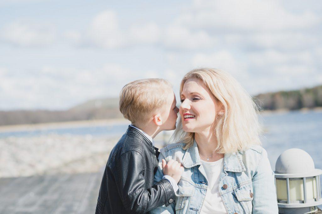 morsdagsfotografering, mors dag, mamma, son, familjefotografering, familj, syskon, syskonfoto, barnfoto, barnfotograf, Täby, Vallentuna, Täby