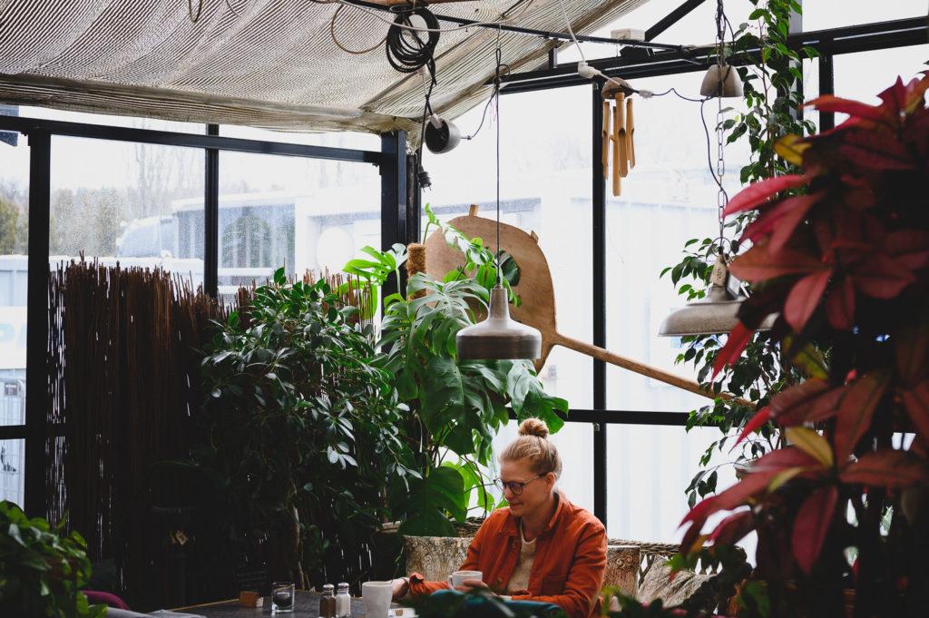 porträtt kvinna växthus